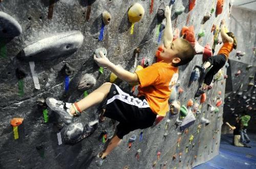 Kids bouldering